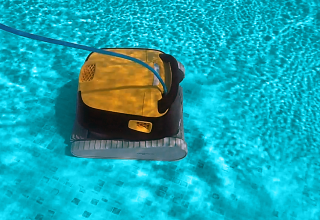Dolphin E 30 Robotic Pool Cleaner